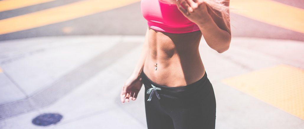 Une femme sportive sans graisse